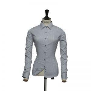 J. Harvest & Frost Red Bow 21, navy skjorte af lækker kvalitet woman / kvinde model tern