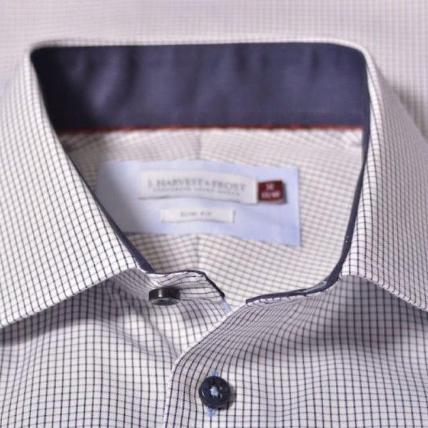 J. Harvest & Frost Red Bow 21, navy skjorte af lækker kvalitet regular model krave detalje