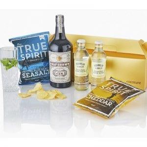 Julegave æske i guld- 1 fl gin, 2 franklin tonics, 2 poser gourmet chips