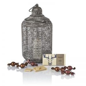 Julegave - chokolade plade, chokolade kugler og flot sølvgrå stearinlys stander fra PR chokolade