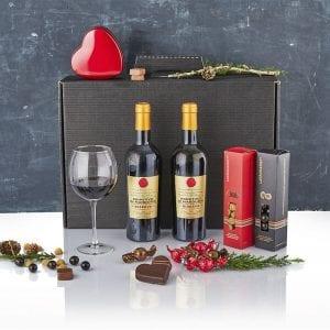 Julegave æske med alt godt til ganen - 2 fl. vin, chokolade kugler, chokolade hjerter fra PR chokolade