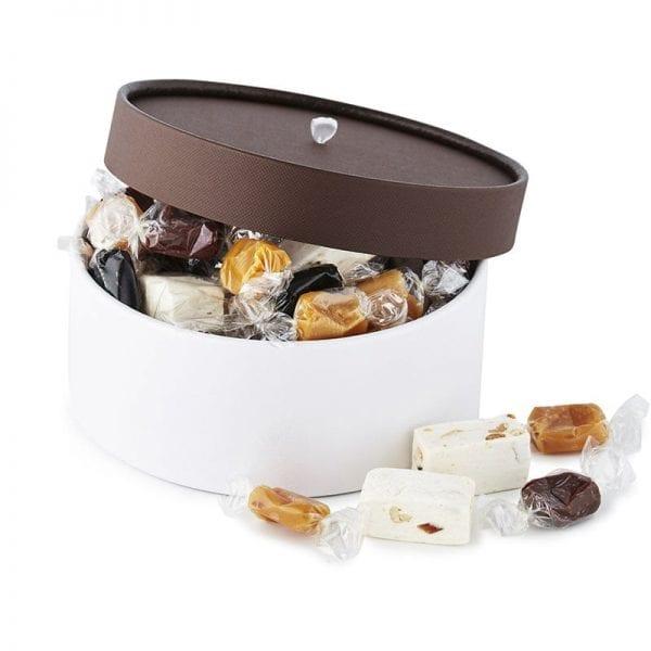 PR chokolade æske, med fransk nougat & karamel mix, i hvid æske med brun hat