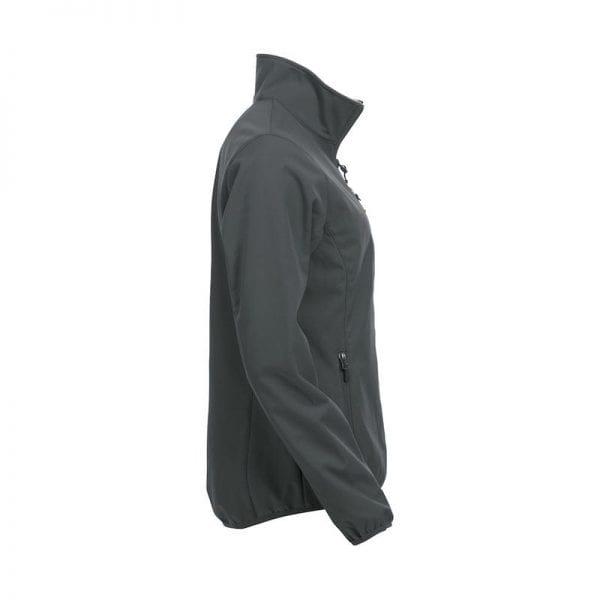 Højkvalitets sotfshell jakke til damer fra Clique m. 3 yderlommer & 2 inderlommer. samt lynlås - ses her fra siden i farven grå