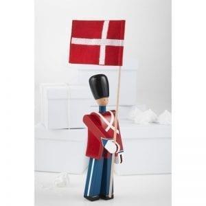 Fanebærer Kay Bojesen med flag i uniform rød, blå og hvid