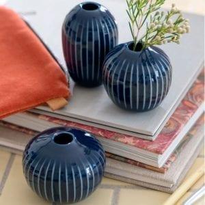 Holmegaard lysestage minivaser 3-pak indigo stemningsbillede