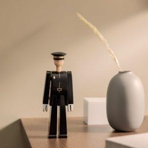 Kay Bojesen politimand i uniform stemningsbillede